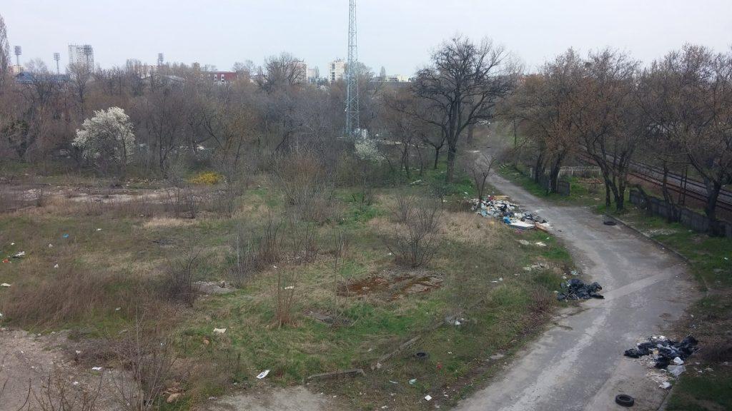 A terület a Hungária körút felüljáróról jól belátható. Fotó: hulladekvadasz.hu