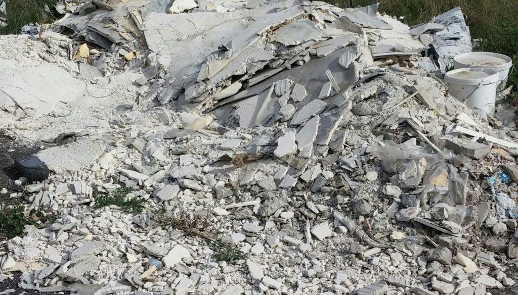 A helyszínen lévő illegális hulladéklerakat. Fotó: hulladekvadasz.hu