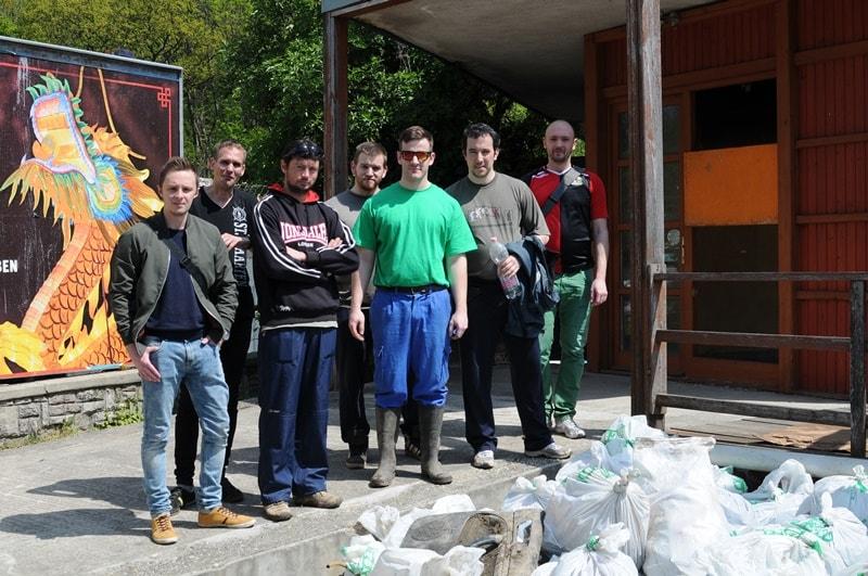 Az Ördög-árok 1 kilométeres szakaszát sikerült egy délután alatt megtisztítania a Hulladékvadászoknak. / Fotó: hulladekvadasz.hu