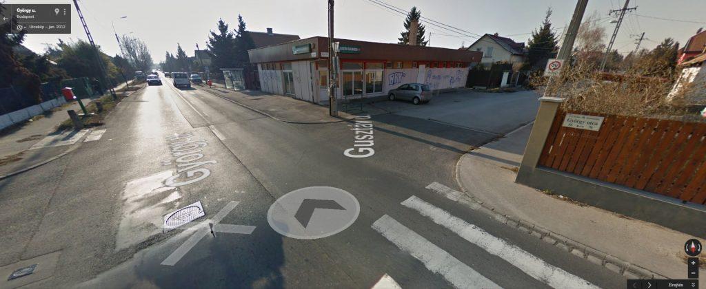 2012-ben működött a közért, azóta a vandálok és a szemetelők martaléka lett. Fotó: Google Maps