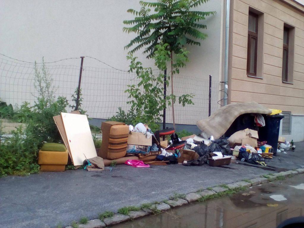 A Lenhossék utcában jelenleg nincs lomtalanítás. Fotó: hulladekvadasz.hu