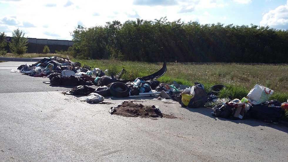 Pécel és Budapest határán az illegális hulladék gyűlik, gyűlik, gyűlik ... / Fotó: hulladekvadasz.hu