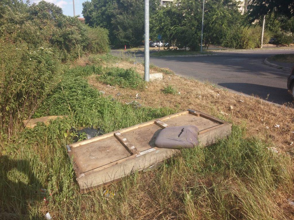 Rákoskeresztúr, Pesti úttal párhuzamos gazdasági út melletti állapotok. Fotó: hulladekvadasz..hu