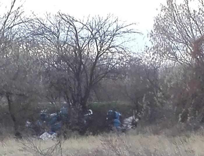 Feltehetően 20-30 szemeteszsák Agárd külterületén. Fotó: hulladekvadasz.hu