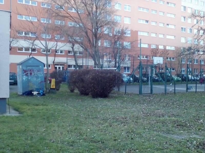A játszótér szomszédságában lévő szemétkupac, a Zalán utcában. Fotó: hulladekvadasz.hu