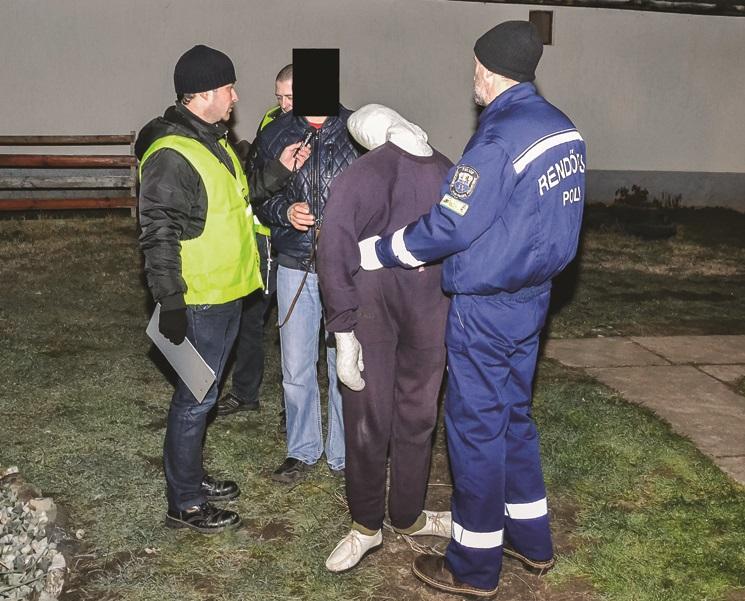 T. Gábor megmutatta, hogyan ölte meg a nőt. Fotó: police.hu