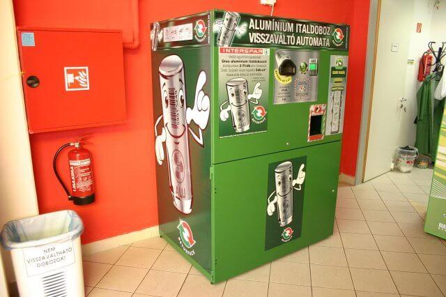 A sokak által ismert Returpack Kft. aludoboz automata. Fotó: returpack.hu