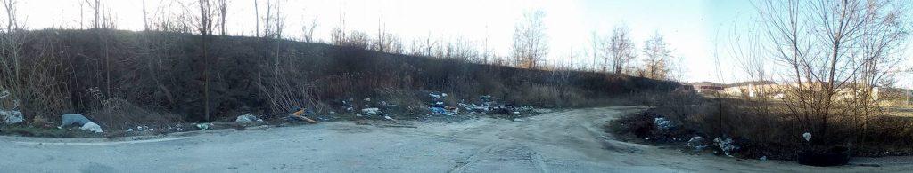 A biatorbágyi Mészárosok útja körforgalmának illegális hulladéklerakata. Fotó: hulladekvadasz.hu
