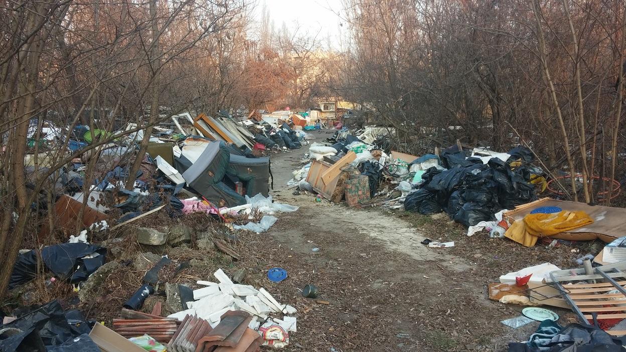 Öv utca, a Zugló hulladékszennyezett övezete. Fotó: hulladekvadasz.hu