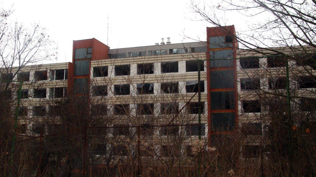 Kandó Kálmán Kollégium a Chernobylt idéző hátsó front. / Fotó: hulladekvadasz.hu