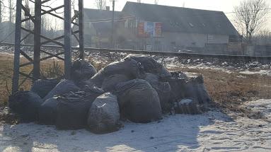 Zsákos hulladék a XVIII. kerület Vasút utcában. Fotó: hulladekvadasz.hu