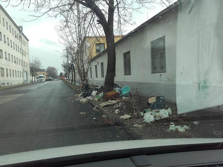 """A Városkapu utca """"szédületes"""" látványa. / Fotó: hulladekvadasz.hu"""