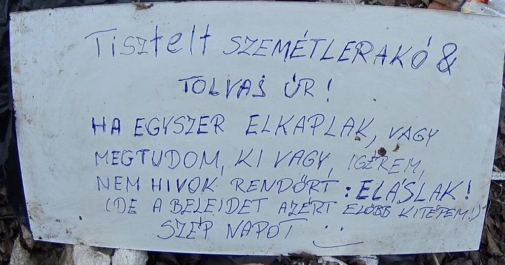 Helyszíni felhívás a terület bejáratánál. / Fotó: hulladekvadasz.hu