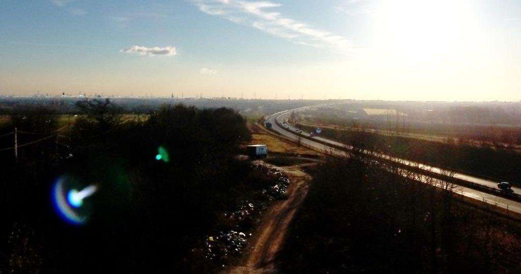 """6-os főút Gyakori látvány a területre """"betévedő"""" teherautó. / Fotó: hulladekvadasz.hu"""
