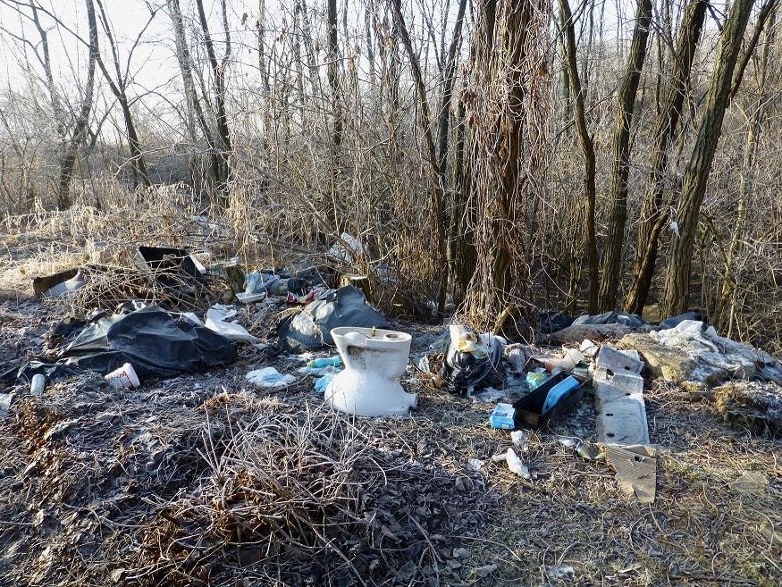 Tinnye illegális hulladéklerakata. Szinte minden van. / Fotó: hulladekvadasz.hu