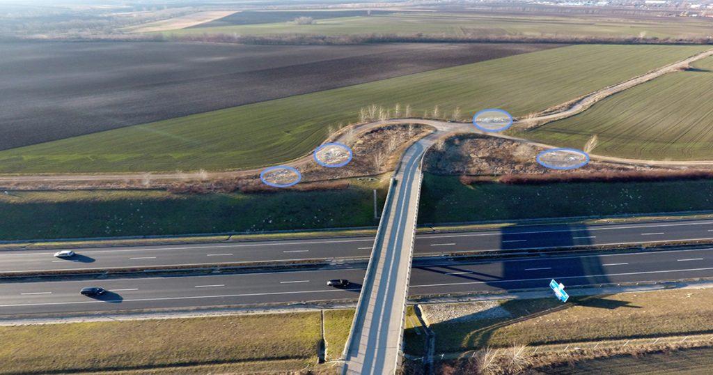 Az M6-os autópálya túloldalát is telehordták szeméttel ismeretlenek. / Fotó: hulladekvadasz.hu