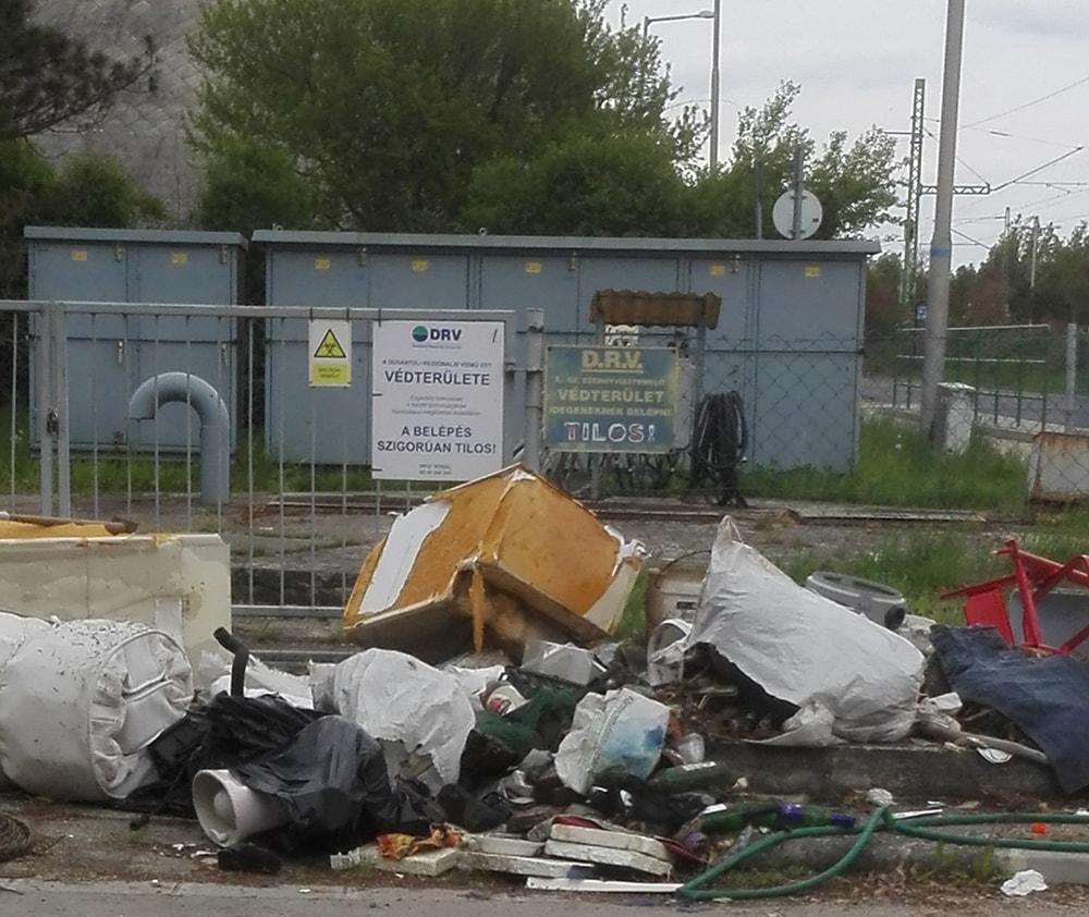 Gárdony, Chernel István út, D.R.V 1 számú szennyvízátemelője környezete. / Fotó: hulladekvadasz.hu