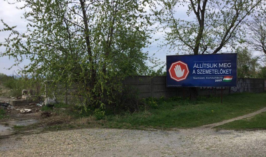 """""""Állítsuk meg a szemetelőket! """" - hirdeti a tábla. (kép illusztráció). / Fotó: hulladekvadasz.hu"""