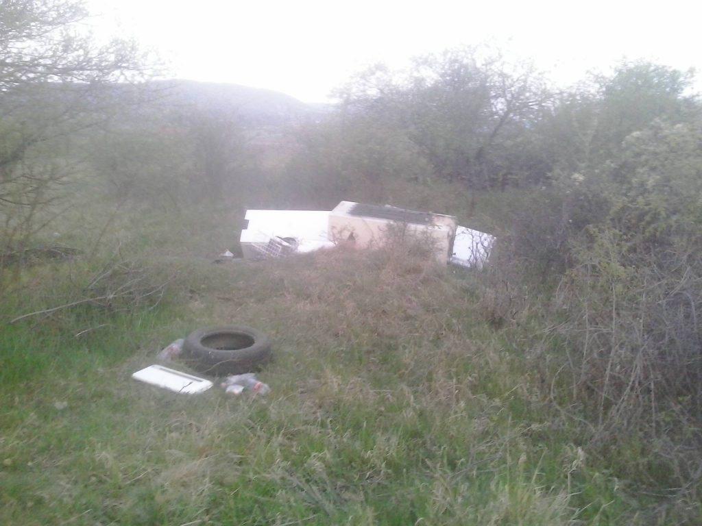 Hűtőszekrények nem illenek a tájképbe. / Fotó: hulladekvadasz.hu