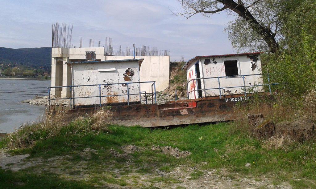 Egy hajóroncs a többiből. Vajon ez így legális? / Fotó: hulladekvadasz.hu
