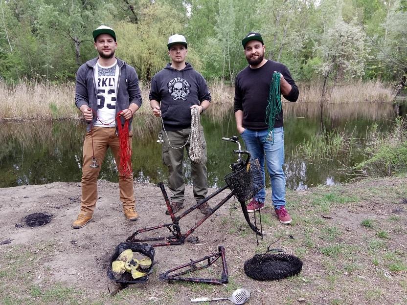 A büszke mágnes horgászok a zsákmánnyal. / Fotó: magneshorgaszat.hu