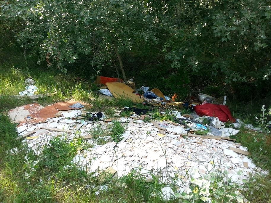 Csalánosi parkerdő melletti hulladéklerakat Kecskeméten. / Fotó: hulladekvadasz.hu