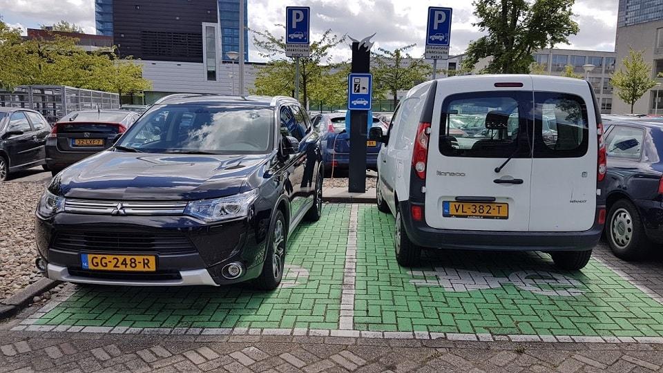 Elektromos töltőállomás az egyetemi területen, Delft