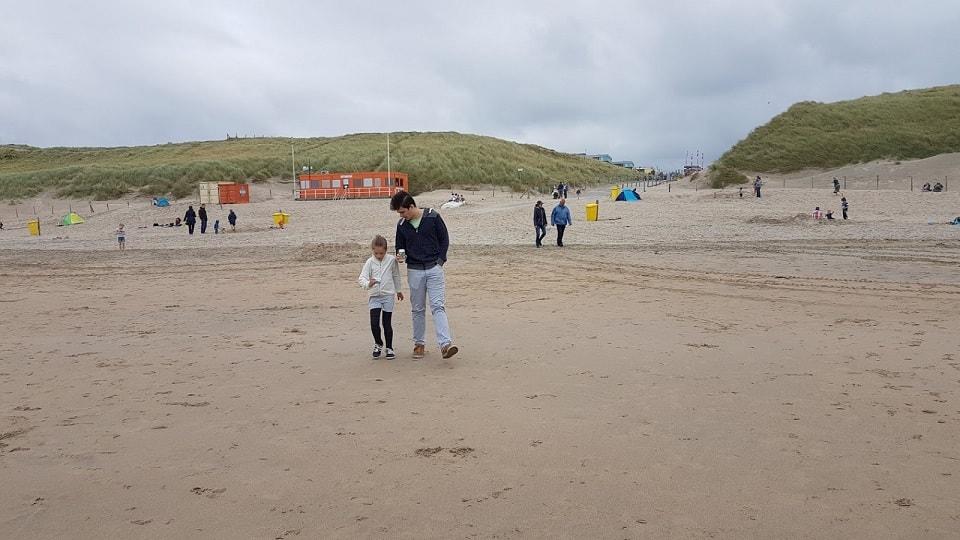 Hulladék nyomában a tengerparton.
