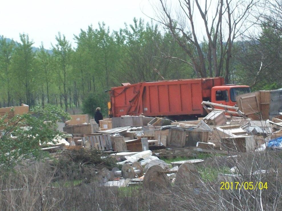 A hulladék érkezik a telepre. / Fotó: hulladekvadasz.hu