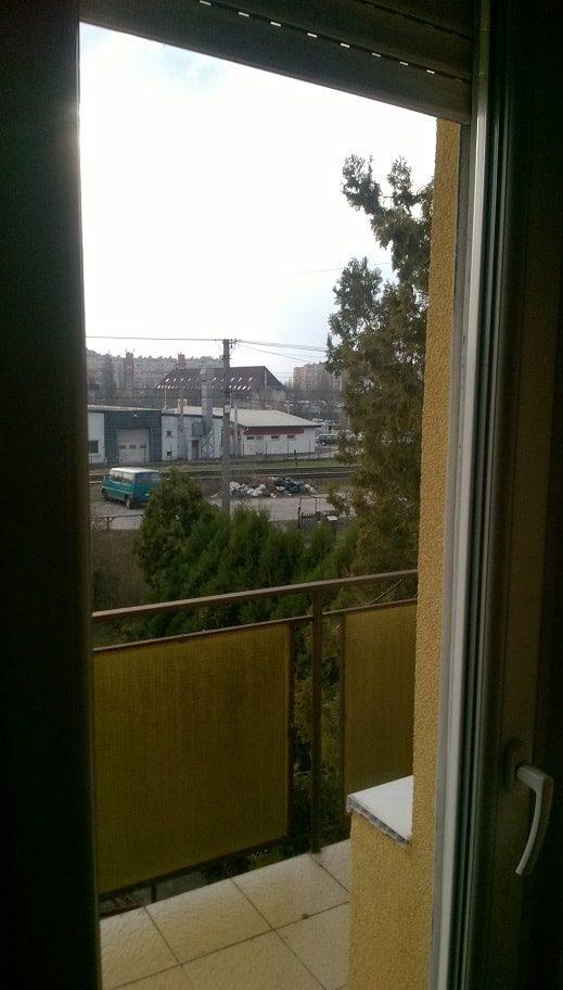 Körvasút sor - Két éve ez a látvány fogadja a bejelentőt a lakása erkélyéből. / Fotó: hulladekvadasz.hu