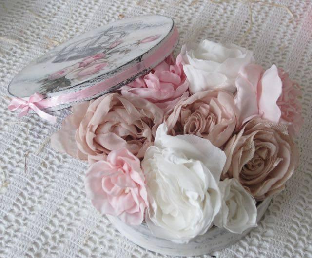 Virágbox készítő tanfolyamra vár Tildi és Emese a Kreatív Hobbik Csoport szervezésében.