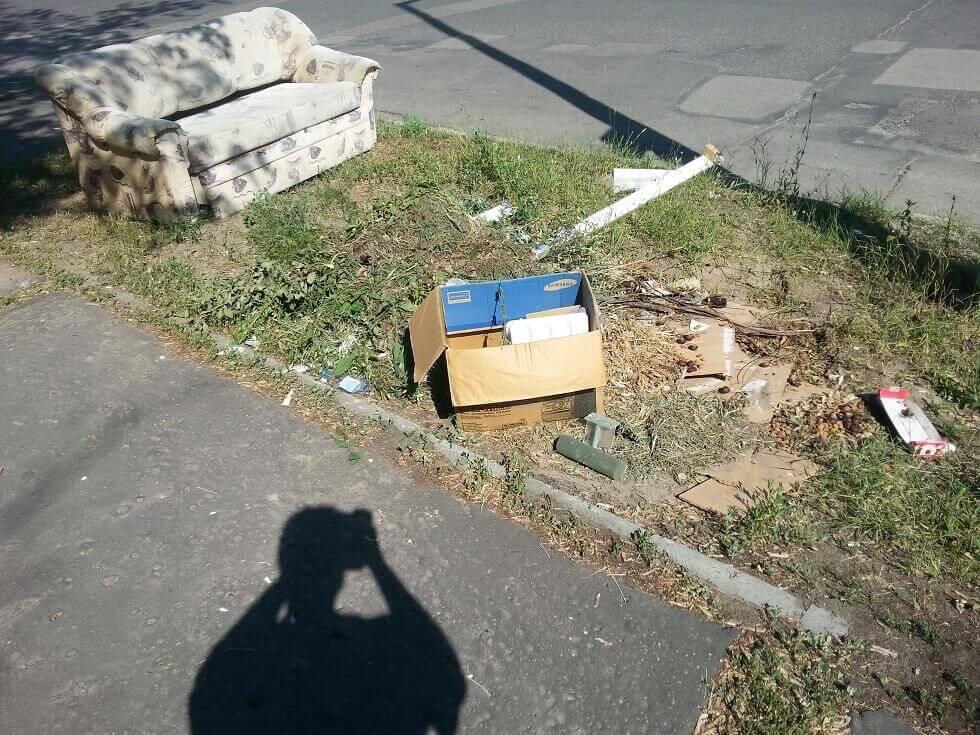 A titokzatos kecskeméti hulladékvadász árnyéka. / Fotó: hulladekvadasz.hu