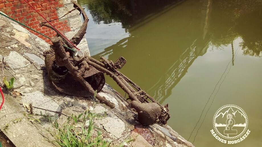 A szarvasi holtág egy biciklivel könnyebb. / Fotó: magneshorgaszat.hu