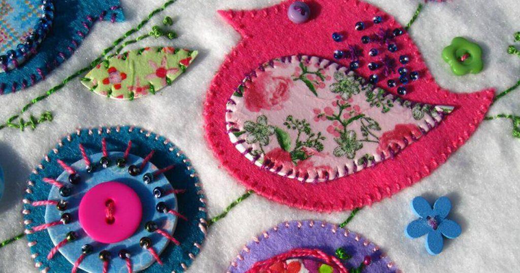 Textil képek készítésével sokan az általános iskola technika óráján találkoztak utoljára.