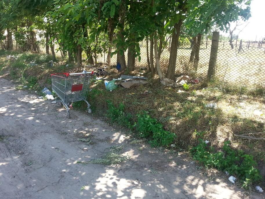 Kecskeméti Írisz utca illegális hulladéklerakata. / Fotó: hulladekvadasz.hu