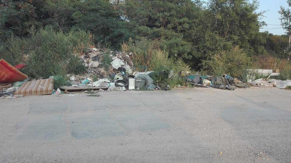 Csenterics utca elfeledett hulladéklerakatai. / Fotó: hulladekvadasz.hu