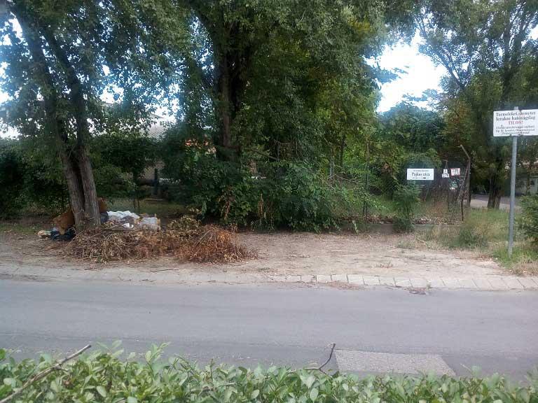 Pajkos utca hulladéklerakatai a tiltótábla ellenére. / Fotó: hulladekvadasz.hu
