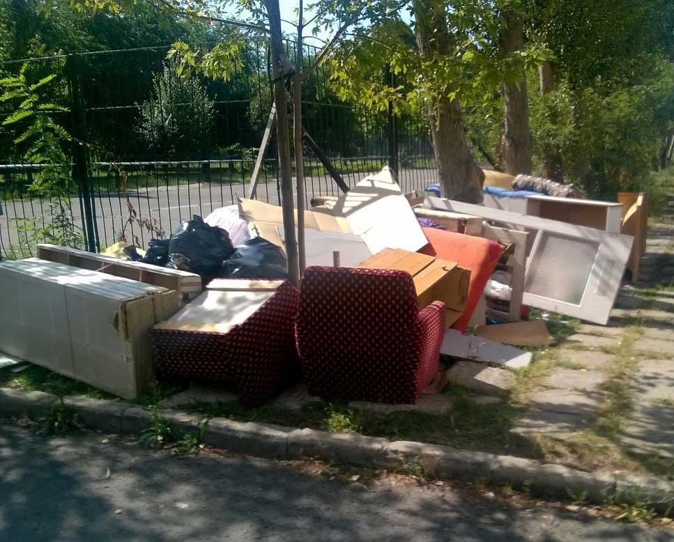 A Csontváry Kosztka Tivadar utca szemétdombja. / Fotó: hulladekvadasz.hu