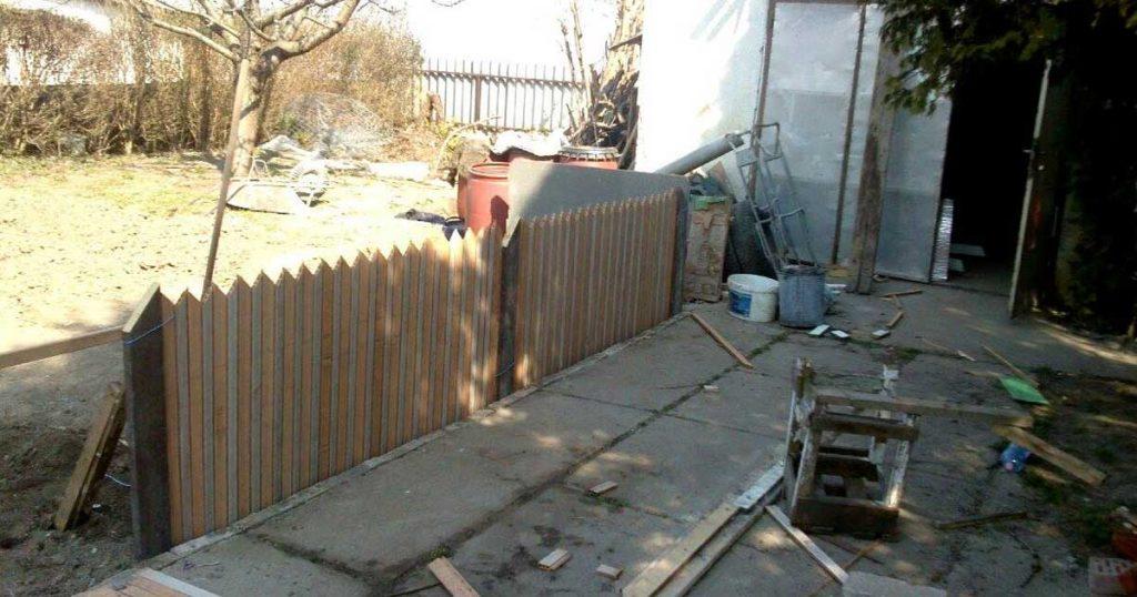 A részben már álló kerítés. / Fotó: hulladekvadasz.hu