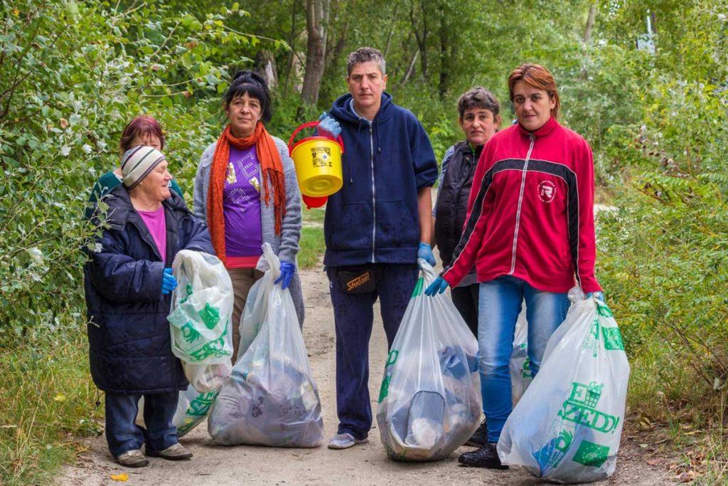 A Rés Alapítvány hajléktalan különítményének egyik csapata. / Fotó: Cseke László - Hulladekvadasz.hu
