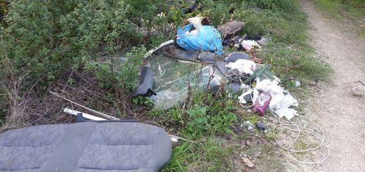 Emelkedő utca hulladéklerakatai Pesthidegkúton
