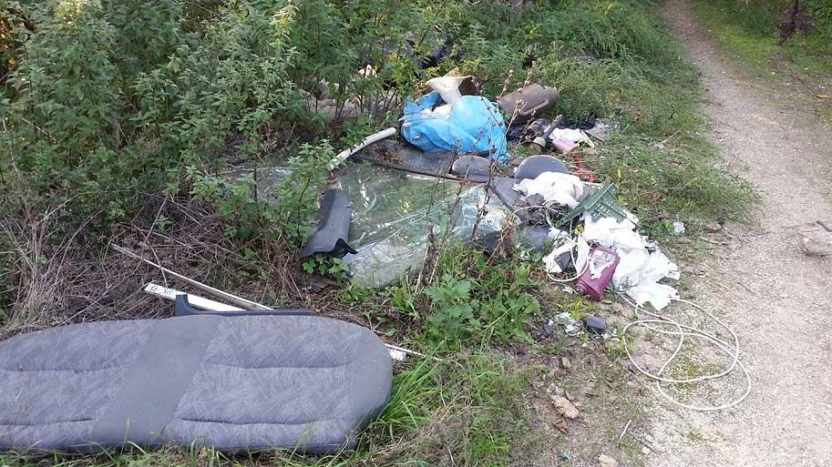 Emelkedő utca hulladéklerakatai Pesthidegkúton (Frissítve)