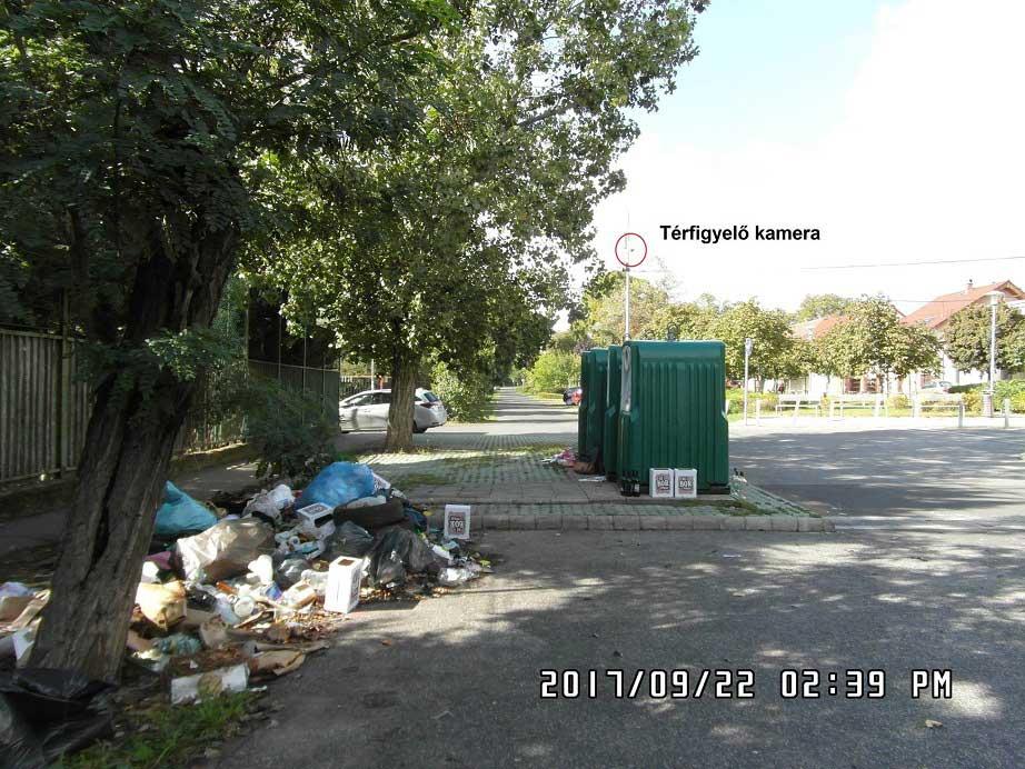 A térfigyelő kamerák ellenére is a hulladék illegális felhalmozása szabadon folyik. / Fotó: hulladekvadasz.hu