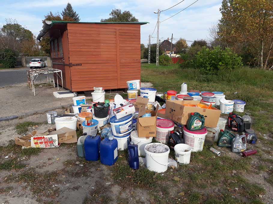 Soroksáron lomtalanítás 2017 alkalmával így gyűjtötték egy helyre a veszélyes hulladékokat. / Fotó: hulladekvadasz.hu