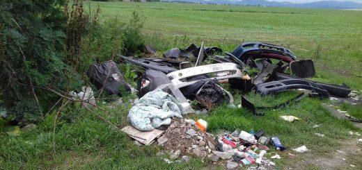 Zagyvaszántó és Apc között brutális hulladékhalmok