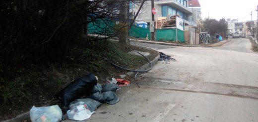 Szeréna út - Csejtei utca sarkán illegális szemétlerakás