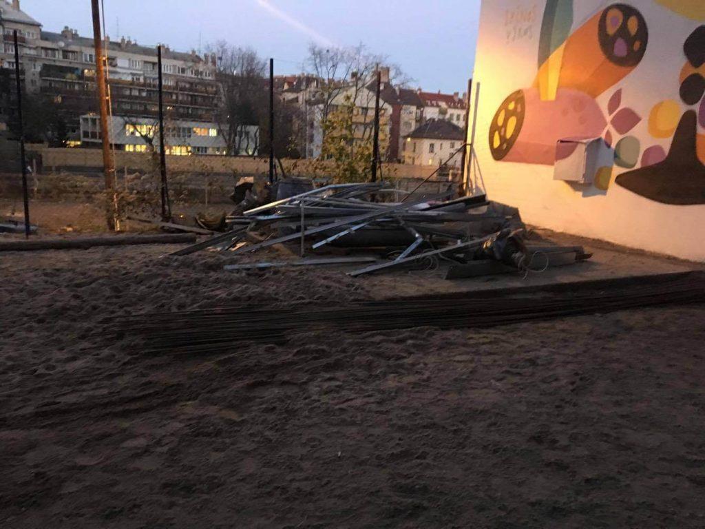 A Csalogány utcai kutyafuttató egyik építési hulladékdombja. / Fotó: hulladekvadasz.hu