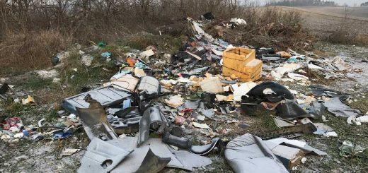 Ádánd külterületén állandó hulladéklerakások
