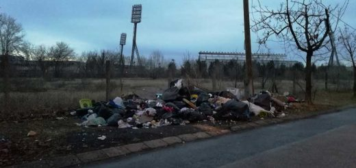 Bozsik stadion mögött szemétdombok az Iparos utcában