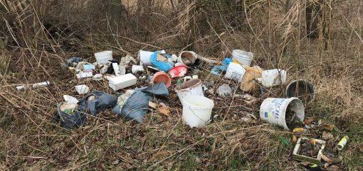 Festékes vödör hulladéklerakat Siófok határában